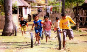 Kids in Indonesia playing Tire rider